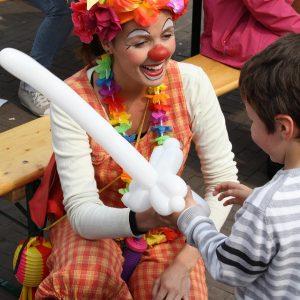 Ballonnen-clown-inhuren-huren-boeken-omgeving-hilversum-laren-den-dolder-amersfoort-leusden-baarn-barneveld-blaricum-bunnik-bunschoten-de-bilt-de-meern-UITGELICHT