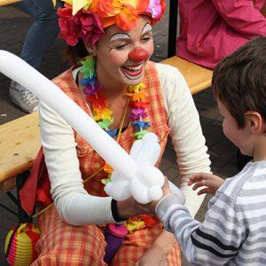 Ballonnen-clown-inhuren-huren-boeken-omgeving-hilversum-laren-den-dolder-amersfoort-leusden-baarn-barneveld-blaricum-bunnik-bunschoten-de-bilt-de-meern